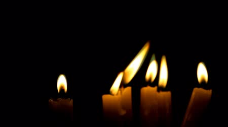 cerimônia : lot of thin burning candles, dark background
