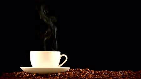 балки : warm cup of coffee on black background  Стоковые видеозаписи