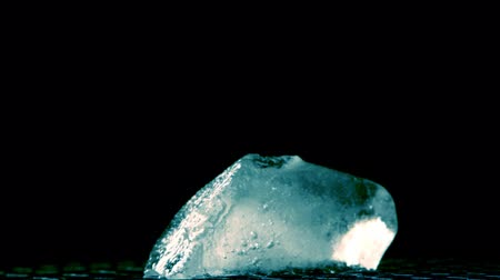 blokkok : melting ice cube