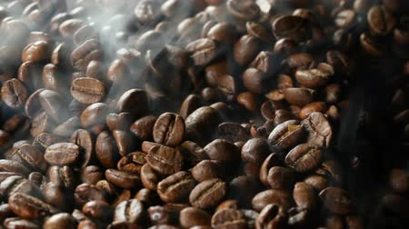 kahve çekirdeği : Close up of roasting coffee beans