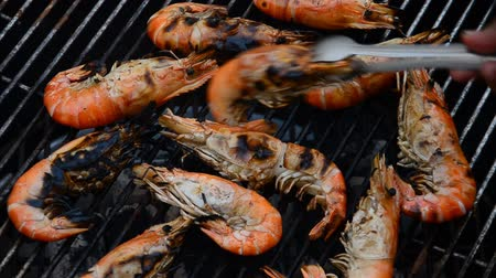 krewetki : Grilled shrimp on the stove.