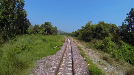 vista frontal : Moving of train at sunny day. Front view of train. Stock Footage
