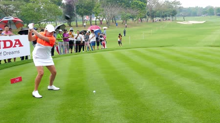 golfjátékos : Cristie Kerr of USA tee off on hole 18 in Honda LPGA Thailand 2018 at Siam Country Club, Old Course on February 24, 2018 in Pattaya Chonburi, Thailand. Stock mozgókép