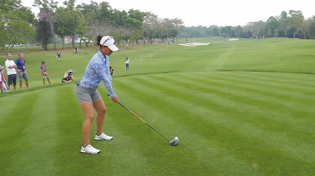 çimenli yol : Danielle Kang of USA in Honda LPGA Thailand 2018 at Siam Country Club, Old Course on February 24, 2018 in Pattaya Chonburi, Thailand. Stok Video