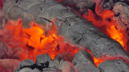 węgiel : Close up of glowing flame from charcoal and firewood in kiln. abstract backgrounds Wideo