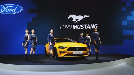 design logo : NONTHABURI - 28. NOVEMBER: Ford Mustang-Auto auf Anzeige an der 35. internationalen Bewegungsausstellung Thailands am 28. November 2018 in Nonthaburi, Thailand. Videos
