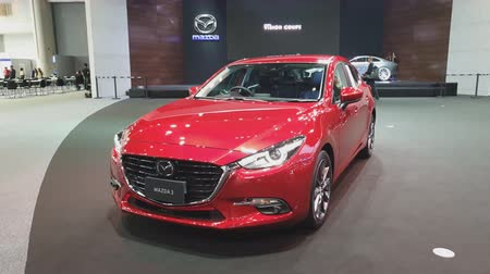 двухместная карета : NONTHABURI - NOVEMBER 28: Mazda 3 car on display at The 35th Thailand International Motor Expo on November 28, 2018 in Nonthaburi, Thailand. Стоковые видеозаписи
