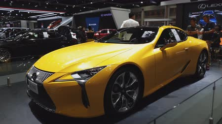 kupé : NONTHABURI - NOVEMBER 28: Lexus LC 500 car on display at The 35th Thailand International Motor Expo on November 28, 2018 in Nonthaburi, Thailand. Dostupné videozáznamy