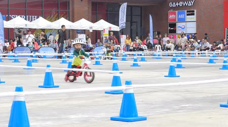 racers : BANGKOK - MARCH 3: Little racers (2 years) with bike balance at The 1th Turnpro Cup Balance bike racing 2019 on March 3, 2019 in Bangkok, Thailand. Stock Footage