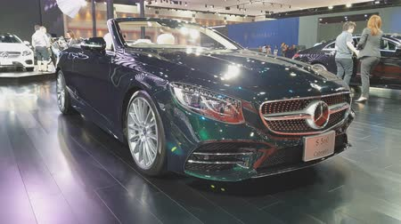 экспозиция : NONTHABURI - MARCH 26: Mercedes-Benz Cabriolet car on display at The 40th Bangkok International Thailand Motor Show 2019 on March 26, 2019 Nonthaburi, Thailand. Стоковые видеозаписи
