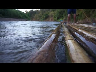 tutaj : Bamboo raft flowing through the pai river in Maehongson, Thailand