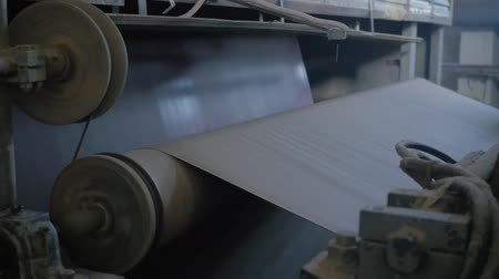 ofset : Paper making machine is formating a sheet of cardboard