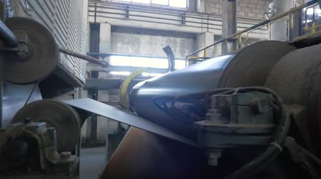reciclado : The spinning shafts of a cardboard making machine