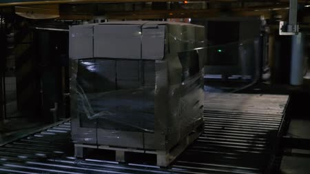 Automatic cellophane wrapping machine