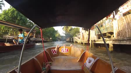 January 30, 2012 Thailand. River Kwai. Tour for tourists on the river. Travel to Thailand. Стоковые видеозаписи