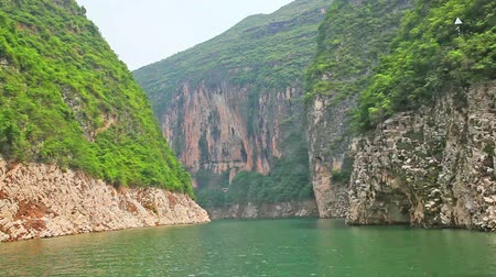 baraj : Sailing through the Three Little Gorges in Yangtze River, China