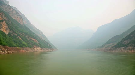 rzeka : Hyperlapse video of sail through Three Gorges in Yangtze River, China