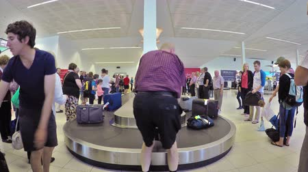директор : Adelaide, Australia - Oct 16: 4k timelapse video of traveller at the baggage claim of the Adelaide Airport on Oct 16, 2014. Adelaide Airport is the principal airport of Adelaide, South Australia.