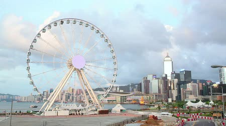 központi : Skycrapers and ferris wheel in Hong Kong