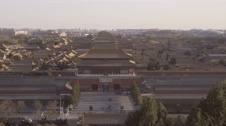dinastia : Beijing, China - Mar 15, 2018: 4k panning shot of Forbidden City in Beijing from day to night