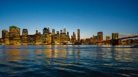 yeni : 4k hyperlapse video of Manhattan skyline and Brooklyn Bridge