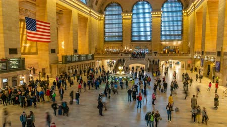 New York, USA - 10 maggio 2018: 4k video timelapse di pendolari alla Grand Central Station di New York