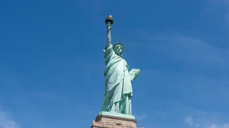 статуя : Hyperlapse video of Statue of Liberty in New York