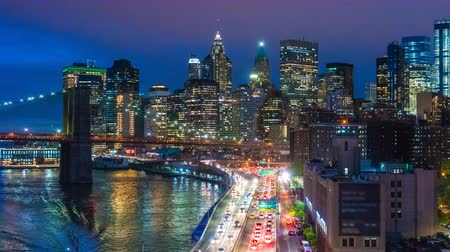 indaffarato : Video hyperlapse 4K sullo skyline di Manhattan e sul Ponte di Brooklyn Filmati Stock