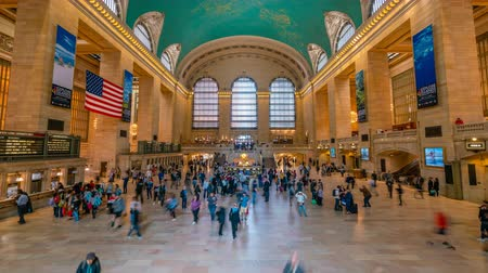 центральный : New York, USA - May 10, 2018: 4k timelapse video of commuters at Grand Central Station in New York Стоковые видеозаписи