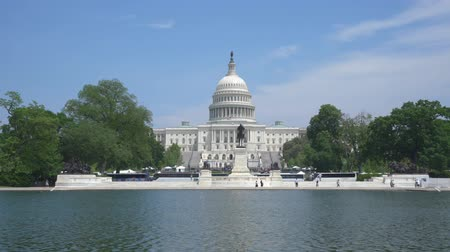 Moving shot of United States Capitol Wideo
