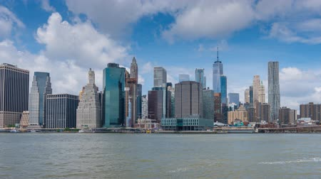 New York, USA - 20 maggio 2018: Hyperlapse video della skyline di Manhattan e del ponte di Brooklyn