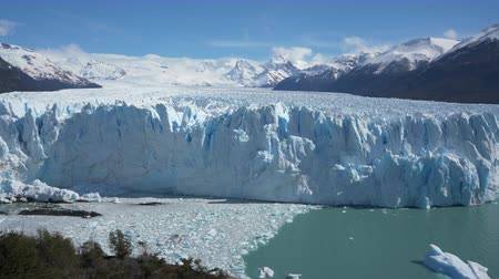 elétron : 4k panning shot of the Perito Moreno Glacier in the Los Glaciares National Park in Argentina Stock Footage