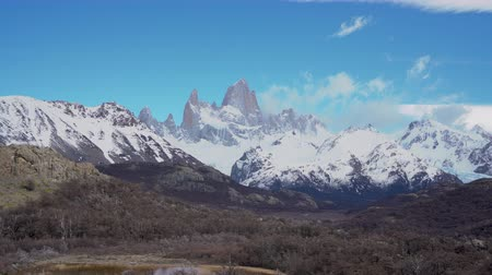 américa do sul : 4k panning shot of Monte Fitz Roy at Los Glaciares National Park in Argentina