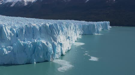 elétron : Perito Moreno Glacier in the Los Glaciares National Park in Argentina