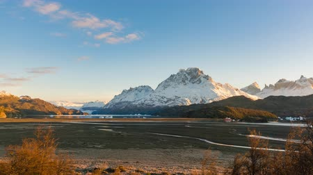 Патагония : 4k timelapse video of Grey Lake at Torres del Paine National Park in Chile at sunrise