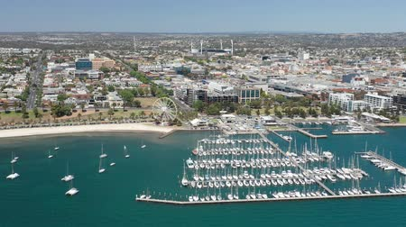 лодки : 4k aerial video of Geelong city centre in Victoria, Australia Стоковые видеозаписи