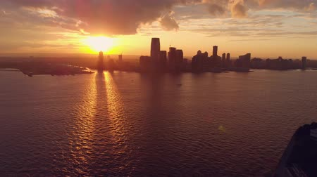 trikot : Pano view of skyline with sunset in New York