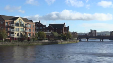 İrlanda : Belfast Northern Ireland UK View of river bridge crane homes Stok Video