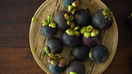 rainha : Mangosteen fresh tropical fruit Stock Footage
