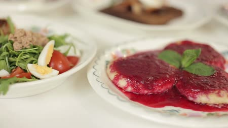 soğancık : Cottage cheese pancakes with berry sauce dolly cam