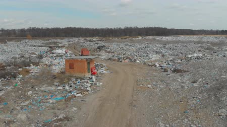 buldózer : A large landfill of polluting the environment. Aerial surveys of polluted territory. Stock mozgókép
