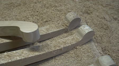 мебель : Furniture parts on table. Table legs and wood shavings. Furniture making.