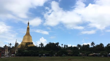 mianmar : Pagoda, time lapse view of famous Buddhist landmark in Yangon, Myanmar (Burma).