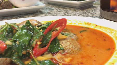 çili : Chili sauce sambal clam Singaporean Malaysian seafood dish in hawker food centre Stok Video