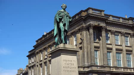comemoração : Statue Of British King George IV in Edinburgh, Scotland, UK Stock Footage
