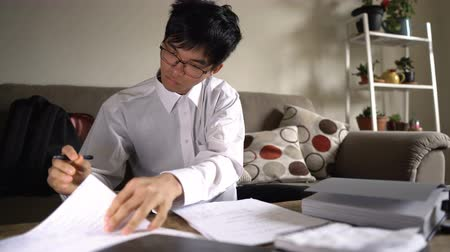 téma : Diligent Asian University Student Studying Hard For Exam