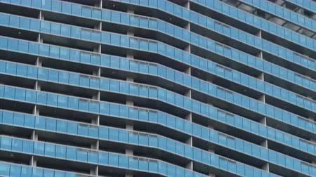 emelkedő : Telephoto Close Up of Modern Skyscraper Facade of Luxury Condominium Building Stock mozgókép
