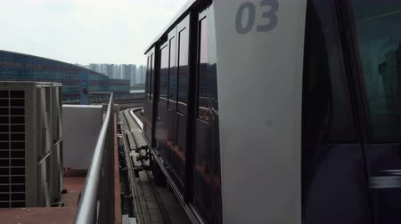 Futuristic Autonomous Train Driving on Elevated Tracks Arriving at Station in City of Singapore Dostupné videozáznamy