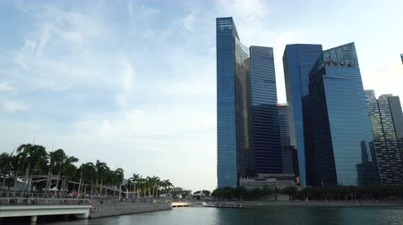 Singapore Business District Skyline With People at Promenade at Waterfront Dostupné videozáznamy