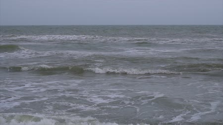 kükreme : Ocean waves in slow motion. Storm in the ocean. Large sea waves in slow motion